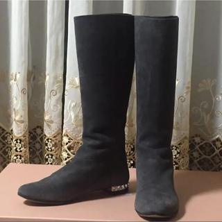 ミュウミュウ(miumiu)のミュウミュウMIUMIUラインストーンヒール フラット ロングブーツ36 1/2(ブーツ)