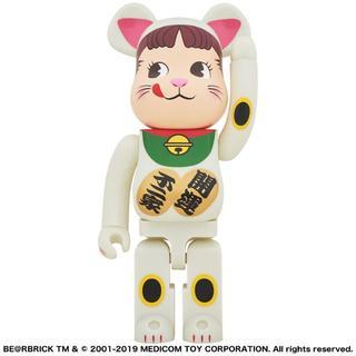 BE@RBRICK 招き猫 ペコちゃん 蓄光 1000% 数量限定(キャラクターグッズ)