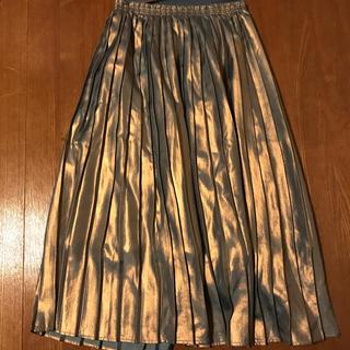 ケービーエフ(KBF)のメタリックスカート(ひざ丈スカート)