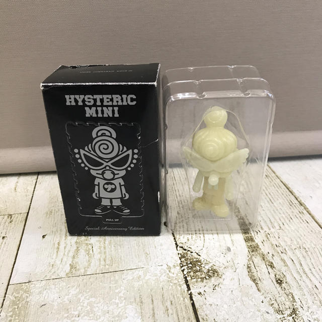 HYSTERIC MINI(ヒステリックミニ)の新品未使用 箱付 HYSTERIC MINI フィギュア ネオン キッズ/ベビー/マタニティのおもちゃ(ぬいぐるみ/人形)の商品写真