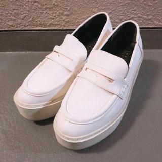 ローリーズファーム(LOWRYS FARM)の大人気♡おしゃれ上級者♡ホワイトカラー♡【LOWRYSFARM/厚底ローファー】(ローファー/革靴)