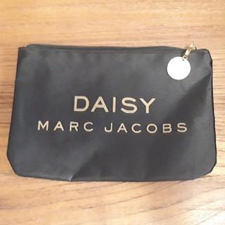 マークジェイコブス(MARC JACOBS)のMARC JACOBS DAISY ポーチ ゴールドチャーム付き(ポーチ)