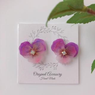 ビオラ シンプル ワンポイント ピアス イヤリング 紫(ピアス)