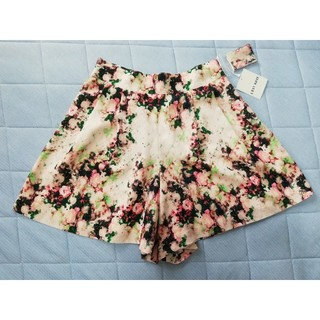 レストローズ(L'EST ROSE)の新品 タグ付き レストローズ かわいい 花柄 キュロット パンツ サイズ2 春服(キュロット)