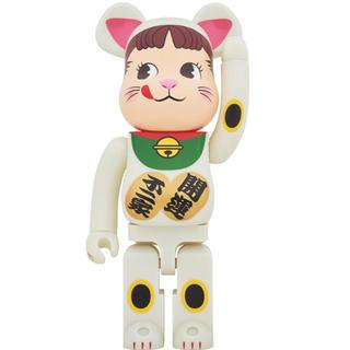 メディコムトイ(MEDICOM TOY)のBE@RBRICK 招き猫 ペコちゃん 蓄光 1000%(その他)