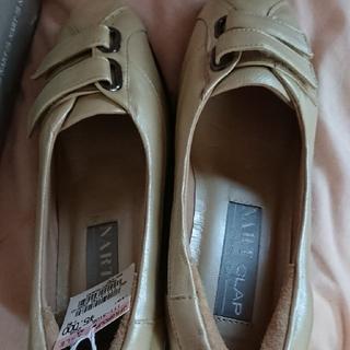 靴 NART ホワイト 21.5  新品未使用 大幅値下げ(ローファー/革靴)