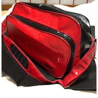 NIKE - ナイキ☆赤のスポーツバッグ! エナメルバッグ