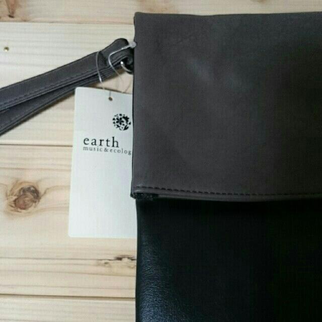 earth music & ecology(アースミュージックアンドエコロジー)のearthクラッチバッグ レディースのバッグ(クラッチバッグ)の商品写真