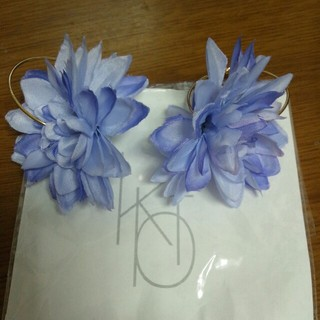 ケービーエフ(KBF)のKBFお花ピアス(ピアス)