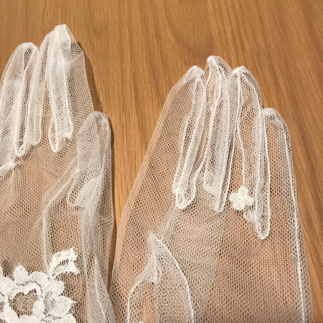 Vera Wang(ヴェラウォン)の【値下げ】ウェディンググローブ  mika ookawa  伊勢丹  ブライダル レディースのフォーマル/ドレス(ウェディングドレス)の商品写真