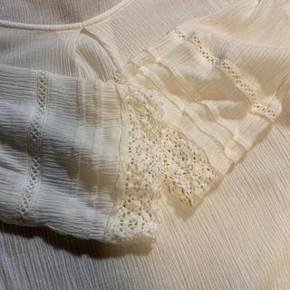 袖口と裾のレース編みが可愛いオフホワイト楊柳生地のブラウス(シャツ/ブラウス(長袖/七分))