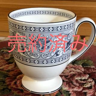 ウェッジウッド(WEDGWOOD)のウェッジウッド☆フロレンティーン インディゴ ホワイト☆マグカップ(グラス/カップ)