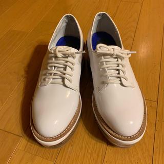 ジェフリーキャンベル(JEFFREY CAMPBELL)のJEFFREY CAMPBELL♡37サイズ▶クリアソールエナメルシューズ(ローファー/革靴)