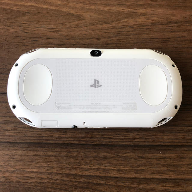 PlayStation Vita(プレイステーションヴィータ)のPSVITA PCH-2000 メモリーカード付き エンタメ/ホビーのゲームソフト/ゲーム機本体(携帯用ゲーム機本体)の商品写真