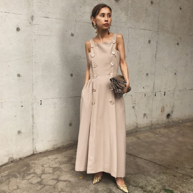 Ameri VINTAGE(アメリヴィンテージ)の新品タグ付 アメリヴィンテージ BUTTON MOTIF APRON DRESS レディースのワンピース(ロングワンピース/マキシワンピース)の商品写真