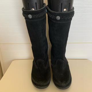 ミネトンカ(Minnetonka)のミネトンカ スエードブーツ(ブラック)(ブーツ)