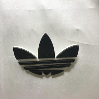 アディダス(adidas)のプレート アクリル ピアス アディダス マーク スニーカー アクセサリー (ピアス)
