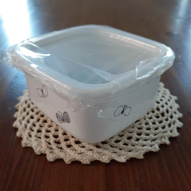 mina perhonen(ミナペルホネン)のミナペルホネン ホーロー スクウェアS インテリア/住まい/日用品のキッチン/食器(容器)の商品写真
