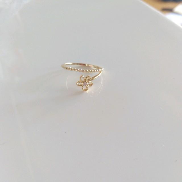 ゴールドお花リング レディースのアクセサリー(リング(指輪))の商品写真