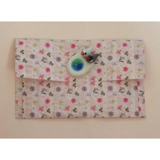 外側内側押し花舞う定形郵便封筒ピンクとベージュ2枚・*:.。. .。.:*・゜゜(カード/レター/ラッピング)