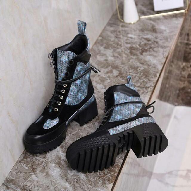 LOUIS VUITTON(ルイヴィトン)のブーツ   ブルー レディースの靴/シューズ(ブーツ)の商品写真