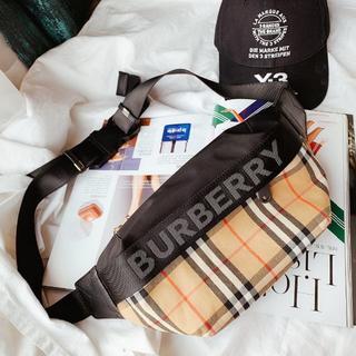 BURBERRY - BURBERRY ボディバッグ メッセンジャーバッグ