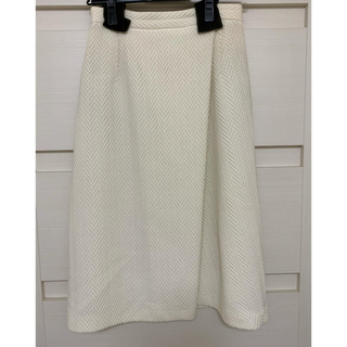 ルシェルブルー(LE CIEL BLEU)のLE CIEL BLEU ホワイトデザインスカート(ひざ丈スカート)