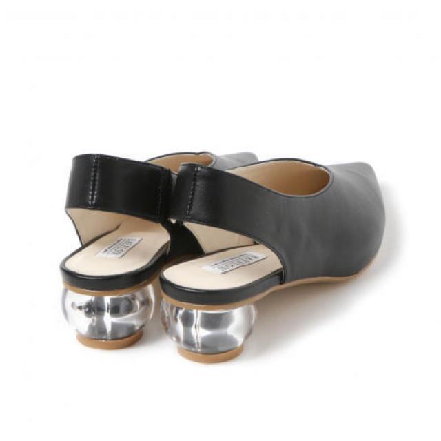 BAYFLOW(ベイフロー)のBAYFLOW(ベイフロー) クリアヒールVカットパンプス レディースの靴/シューズ(ハイヒール/パンプス)の商品写真