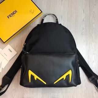 フェンディ(FENDI)のフェンディニヨンは黒皮のバッグを男女兼用(バッグパック/リュック)