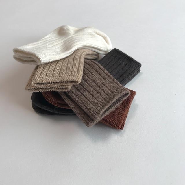 新品 AWリブソックス5足セット 靴下 男の子 女の子 キッズ セット 白 キッズ/ベビー/マタニティのこども用ファッション小物(靴下/タイツ)の商品写真