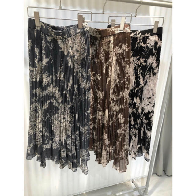 snidel(スナイデル)のsnidel シアープリーツプリントスカート レディースのスカート(ひざ丈スカート)の商品写真