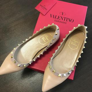 ヴァレンティノガラヴァーニ(valentino garavani)の新品未使用!valentino ロックスタッズ タイプ 同型 パンプス(ハイヒール/パンプス)