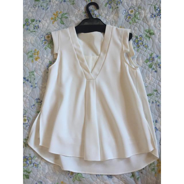 Chesty(チェスティ)の美品チェスティ  インナーシンプルトップス 白 ホワイト 0サイズ chesty レディースのトップス(シャツ/ブラウス(半袖/袖なし))の商品写真