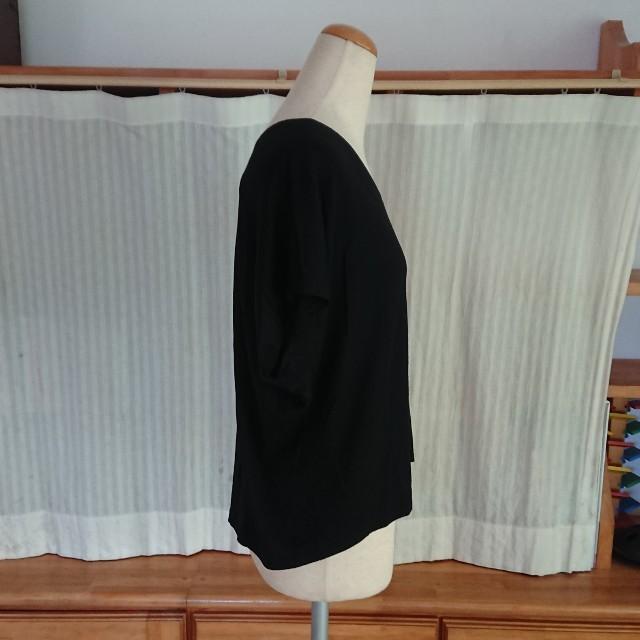 23区(ニジュウサンク)の23区  テンセルナイロンVネックカットソー・黒  38 レディースのトップス(カットソー(半袖/袖なし))の商品写真
