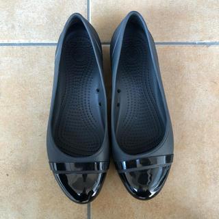 crocs - クロックス キャップトゥ フラットシューズ W8 ブラック