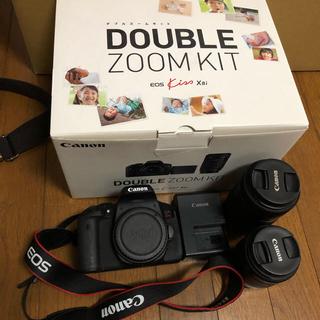 Canon - CANON eos kiss x8i ダブルズームレンズキット 一眼レフカメラ