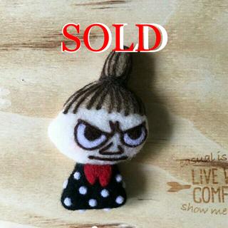 Little Me - 羊毛フェルト お団子ヘアーの女の子 ブローチ ハンドメイド