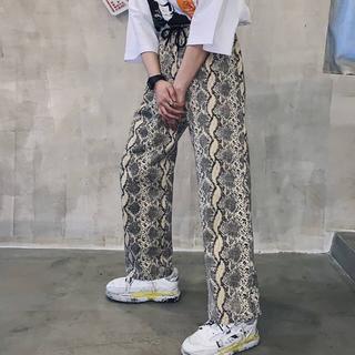 Ameri VINTAGE - タイムセール !☺︎完売商品☺︎ パイソン柄 カラーパンツ パンツ