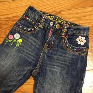 babyGAP - 【匿名配送】モデル気分♥ボタンと刺繍の装飾がたくさん♥ブーツカットデニム♥95