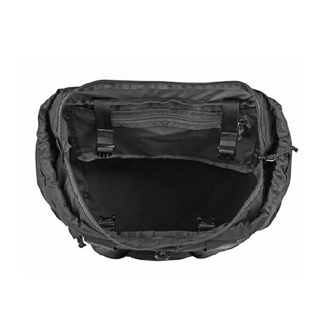 patagonia(パタゴニア)の新品未使用♡パタゴニアウルトラライトブラックホールトートパック♡リュック レディースのバッグ(リュック/バックパック)の商品写真