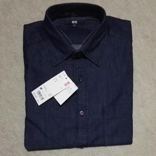 ユニクロ(UNIQLO)のネイビーデニムシャツ(シャツ)