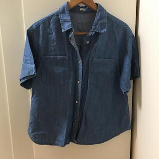 ジーユー(GU)の美品 ジーユー 半袖シャツ デニムシャツ(シャツ/ブラウス(半袖/袖なし))