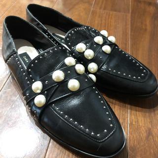 ザラ(ZARA)の新品 ZARA フラットシューズ パール ローファー(ローファー/革靴)