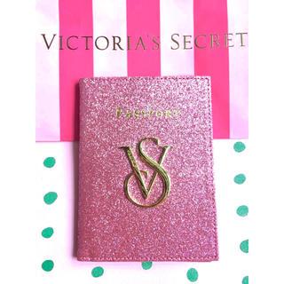 ヴィクトリアズシークレット(Victoria's Secret)のVictoria's Secret 「新品」ピカピカパスポートケース(名刺入れ/定期入れ)