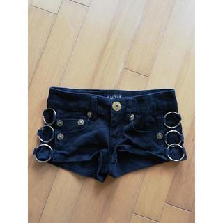 アンズ(ANZU)のANZU(アンズ)の黒ショートパンツ★リング付きでいかちめギャルスタイルに(ショートパンツ)