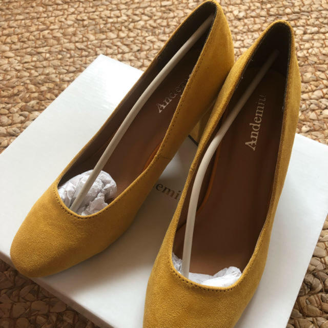 Andemiu(アンデミュウ)の新品 スクエアパンプス アンデミュー M マスタード レディースの靴/シューズ(ハイヒール/パンプス)の商品写真