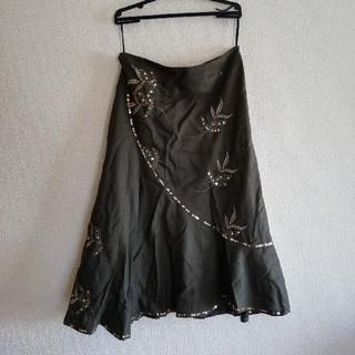 アーモワールカプリス(armoire caprice)のアーモワールカプリス カーキ 刺繍入りスカート (ひざ丈スカート)