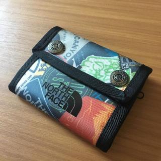 ザノースフェイス(THE NORTH FACE)のノースフェイス 財布 ステッカー柄(折り財布)