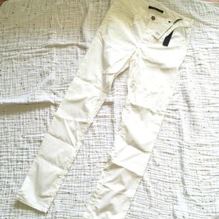 セオリー(theory)の新品 セオリー ホワイトパンツ 0サイズ(スキニーパンツ)