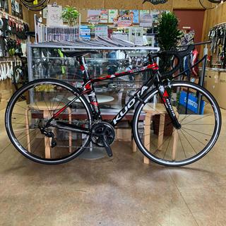 クォータ クレヨン モザイクレッドXSサイズ カーボンロードバイク 105仕様(自転車本体)